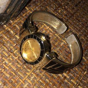 🎀5/$25🎀 GENEVA Gold and Black Bangle Watch